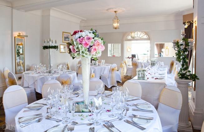 wedding dressings, wedding table centrepiece