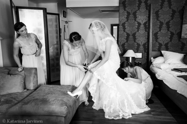 reportage wedding photography - black and white photos - bride getting ready