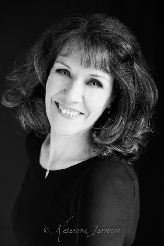 black and white portrait - light trick photography beauty portraits